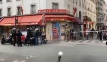 Al menos dos personas resultaron heridas tras ataque con arma blanca en la ex sede de Charlie Hebdo