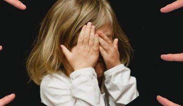 Condenan a maestra por hacer bullying a alumna; quedó con parálisis