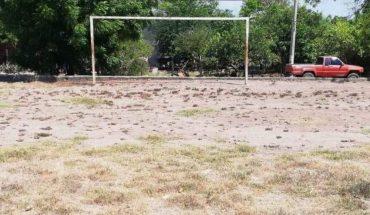 En La Guamuchilera, Mocorito exigen campos deportivos dignos