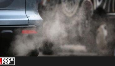Prohiben venta de autos con combustible fósil a partir de 2035