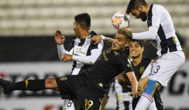 Sobre la hora, Racing le ganó 2 a 0 a Alianza Lima en Perú