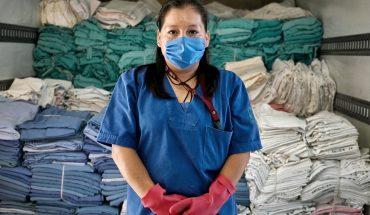Trabajadores de limpieza en hospitales, 'héroes invisibles' ante la pandemia