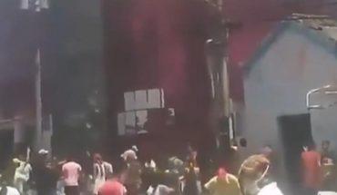 Venezolanos carecen de luz y agua, se manifiestan e incendian la alcaldía de Bruzual, en el estado Yaracuy
