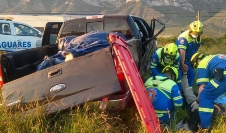 Volcadura en carretea a Saltillo deja una mujer muerta