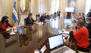 Alberto Fernandez led a meeting with doctors and infectologists