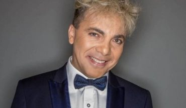 Cristian Castro presents his show by streaming