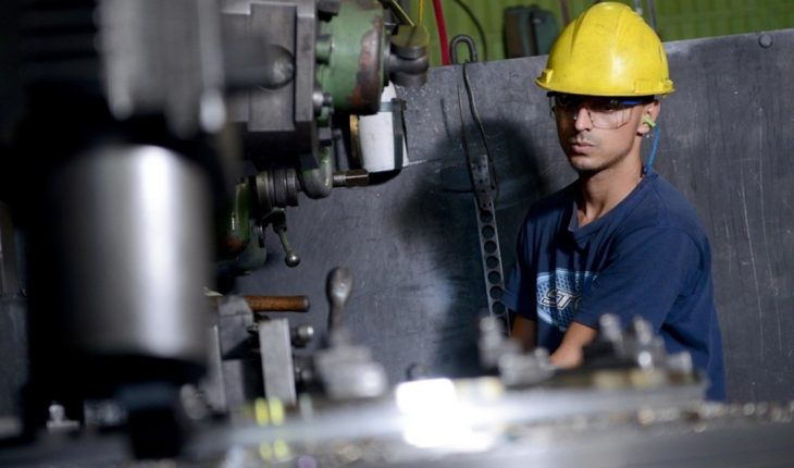 Industry: 30,195 jobs were lost in a year