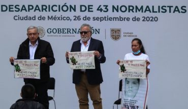 """""""It is not possible for criminals to be more powerful than you,"""" says mother of missing normalist from Ayotzinapa to President Andrés Manuel López"""
