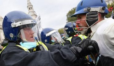 Loud riots between anti-death protesters and policemen in London