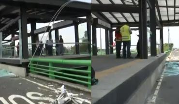 Trailer crashes and damages Hospital Troncoso metrobus station (not yet opened)