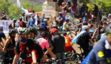 Ciclistas por el Apruebo repletaron Plaza Italia este domingo