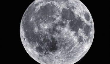 Científicos aseguran que la luna puede contener agua congelada en más lugares de los que se sospechaba