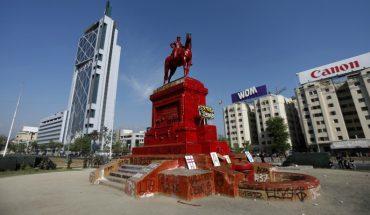 """Ejército rechaza """"vandalización"""" de monumento a Baquedano"""