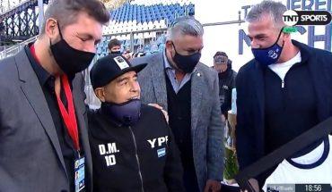 El homenaje de Tapia y Tinelli a Maradona en la cancha de Gimnasia