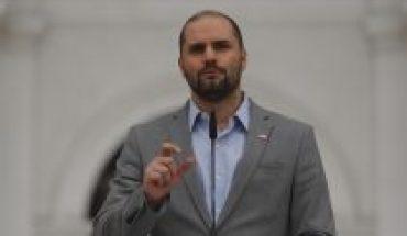 """Gobierno sigue respaldando a Carabineros: vocero Bellolio acusa que """"algunos insisten en querer botar"""" la institución"""
