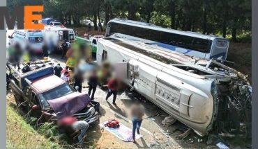 Muere adulta mayor tras volcadura de autobús en la Siglo XXI; hay al menos 8 heridos