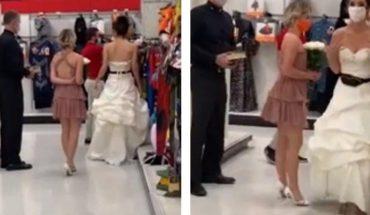 Novia asiste al trabajo de su pareja y le exige matrimonio
