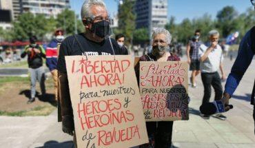 """Realizan una manifestación masiva a un año del """"estallido"""" en Chile"""