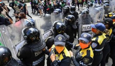 Sheinbaum condena violencia contra policías