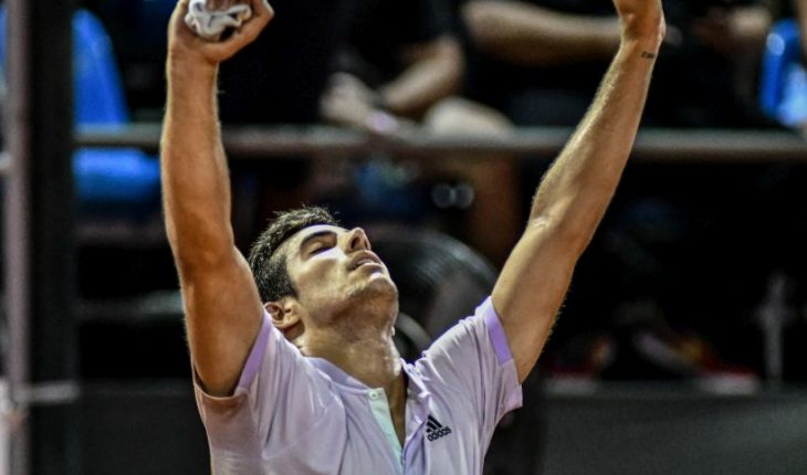 Garin came from behind to advance to the third round of Roland Garros