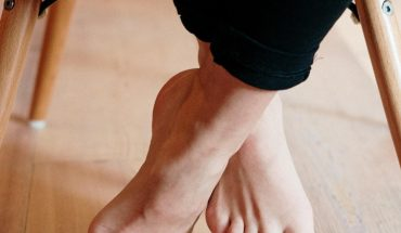 Remove the dry and cracked from your feet with this mask