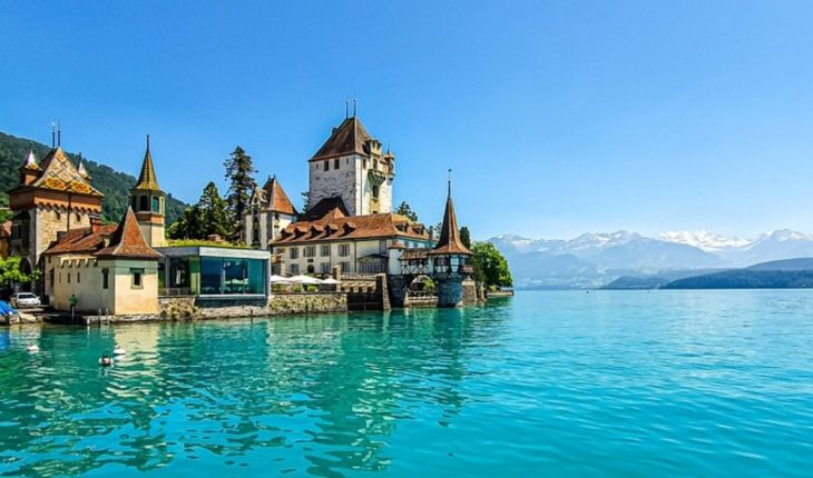 Switzerland seeks who moves to its territory, offers $70,000