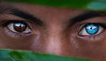 They photograph tribe with blue eyes