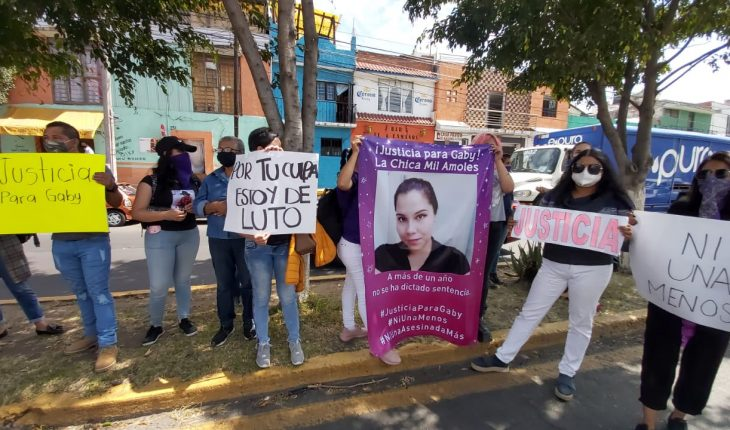 """Women protest in front of the STJE to demand justice for femicide of """"Gaby"""""""