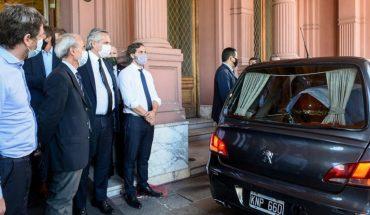 Alberto Fernández despidió a Maradona cuando su cuerpo partió de la Casa Rosada