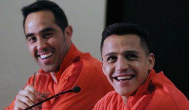 Bravo y Alexis ya están en Chile para jugar por la Selección