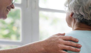 Buscan que se apruebe tratamiento de anticuerpos para tratar el Alzheimer