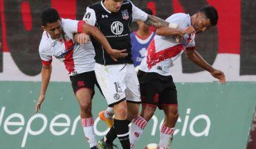 Colo Colo perdió 2-0 ante Curicó y no pudo salir del fondo de la tabla de posiciones
