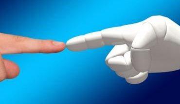 Crean en Japón mano de robot para acompañar a personas sin pareja