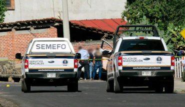 Delincuentes acribillan a conductor de una camioneta en Atacheo de Zamora, Michoacán