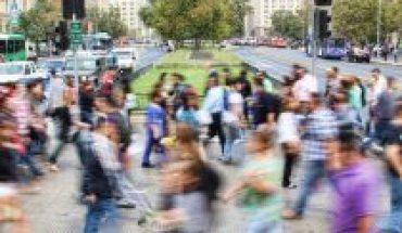 Encuesta Criteria: 70% de los chilenos valora la diversidad como un gran aporte al debate público nacional