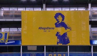 Homenaje en la bombonera a Diego Armando Maradona