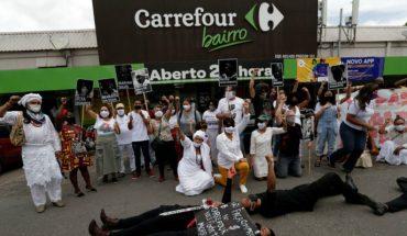 Muerte de hombre negro tras ser golpeado por guardias de seguridad en supermercado generó indignación en Brasil