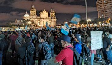 Persisten las multitudinarias protestas contra corrupción en Guatemala
