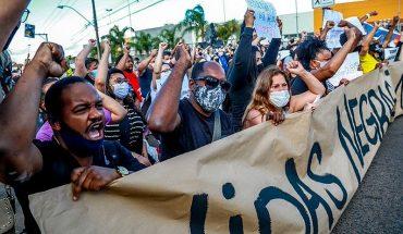 Protestan en Brasil por asesinato a golpes de un hombre negro a manos de guardias de un supermercado