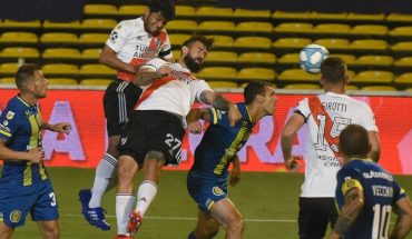 """River ganó y clasificó: el abrazo entre González y Gallardo y la cinta del """"mejor rival"""""""