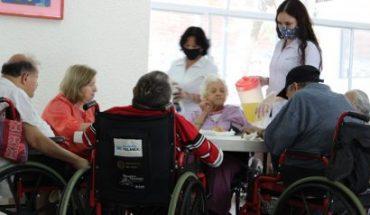 Salud de SLP atiende brote COVID en asilo, hay 52 casos y 10 muertos