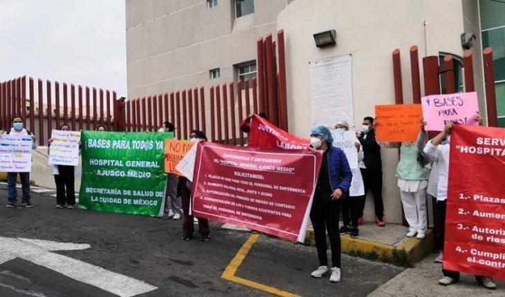 Medical staff at Ajusco Media hospital protests pay improvement
