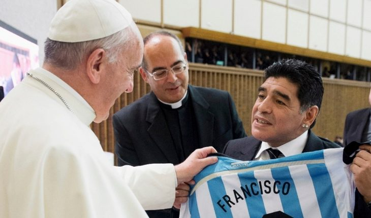 Pope Francis sent a rosary to Maradona's family and remembered it