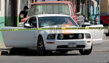 They attack the occupants of a Mustang in Zamora; there are two dead
