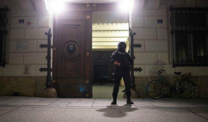 Vienna attack suspect had previous conviction for terrorism
