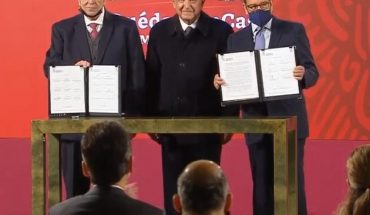AMLO firma acuerdo para eliminar el outsourcing en México