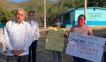 """AMLO reconoce a madres sinaloenses por su labor en """"La Escuela es Nuestra"""""""