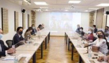 """""""Arrogante y prepotente"""": Gremios acusan mala disposición del ministro Briones en Mesa del Sector Público"""