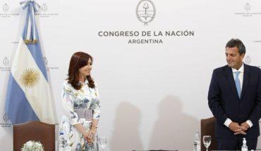 Cristina y Massa recibieron el informe de la comisión bicameral sobre la actuación de los servicios de inteligencia