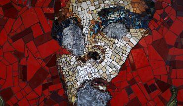 Denuncian nuevo ataque a mosaico de Pedro Lemebel en el centro de Santiago